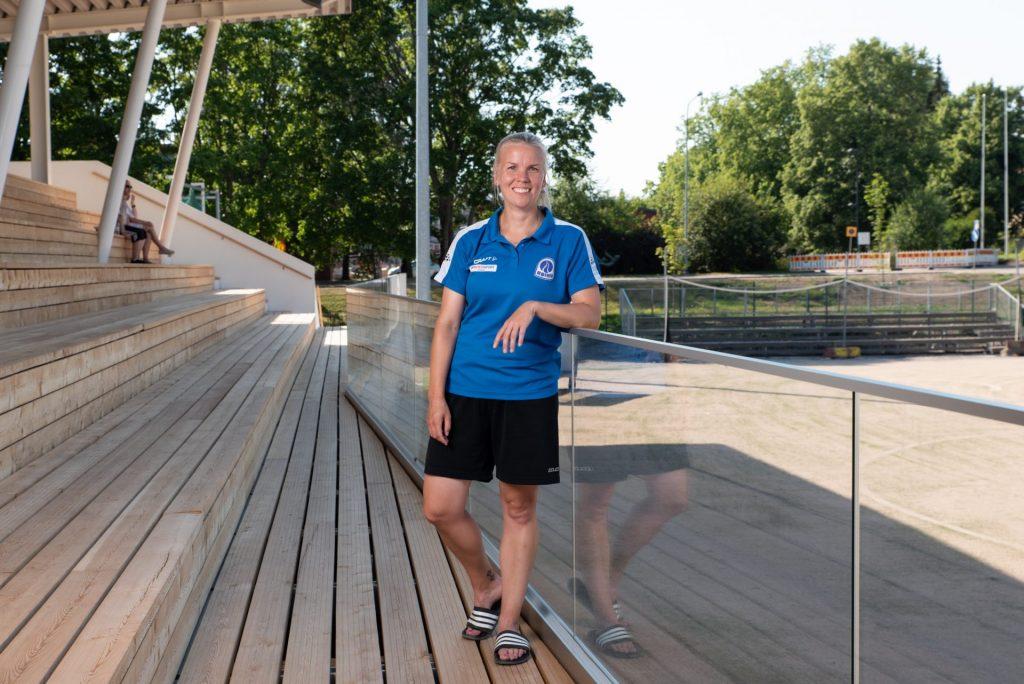 Minna Koivisto Roihuttarien joukkuejohtaja